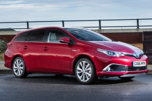 Toyota Auris Touring Sports Active 1.8 Hybrid CVT Auto