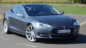 lcv2013-tesla-model-s-city-2-crop