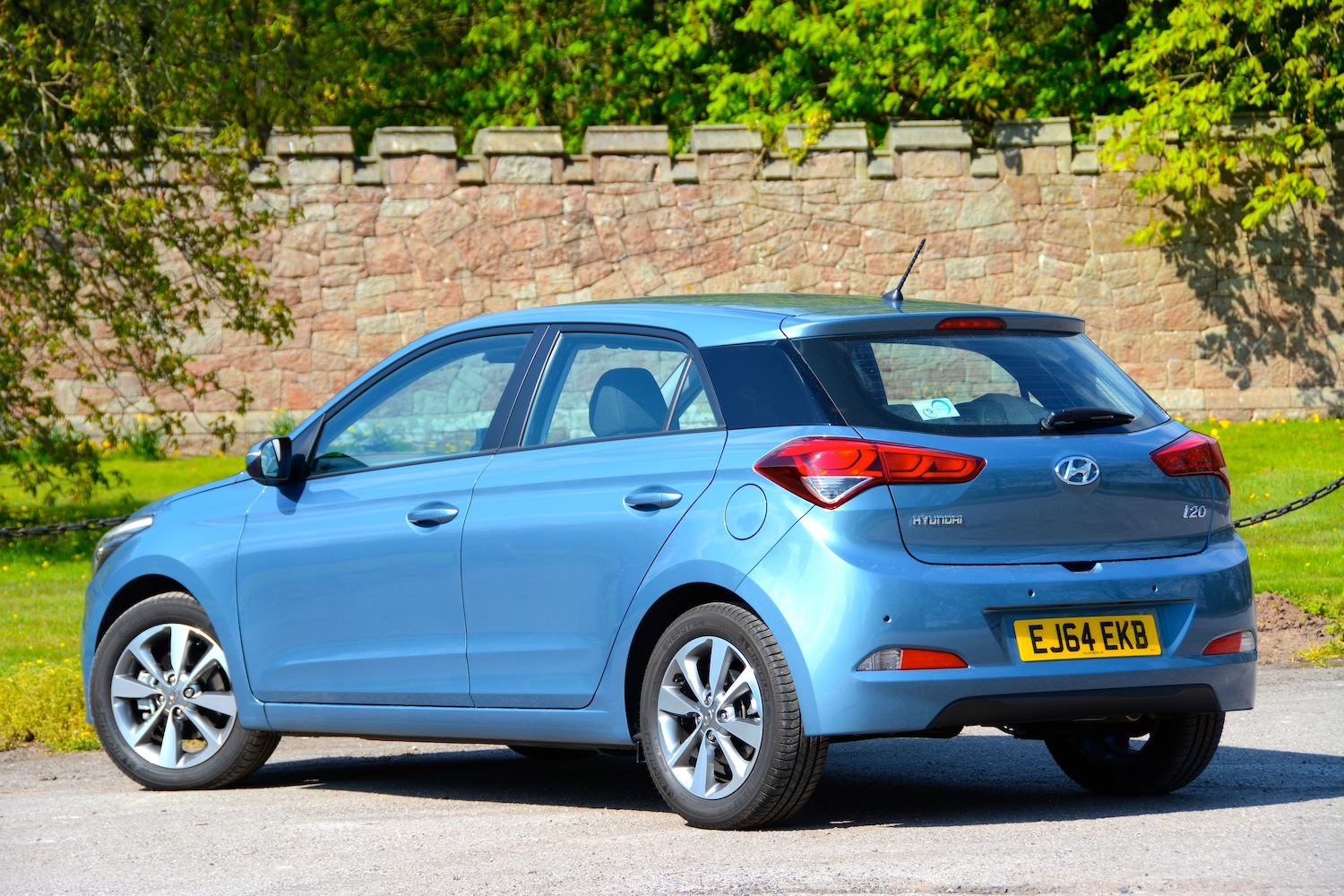 Hyundai i20 SE 1 1 CRDi Manual Review - GreenCarGuide co uk