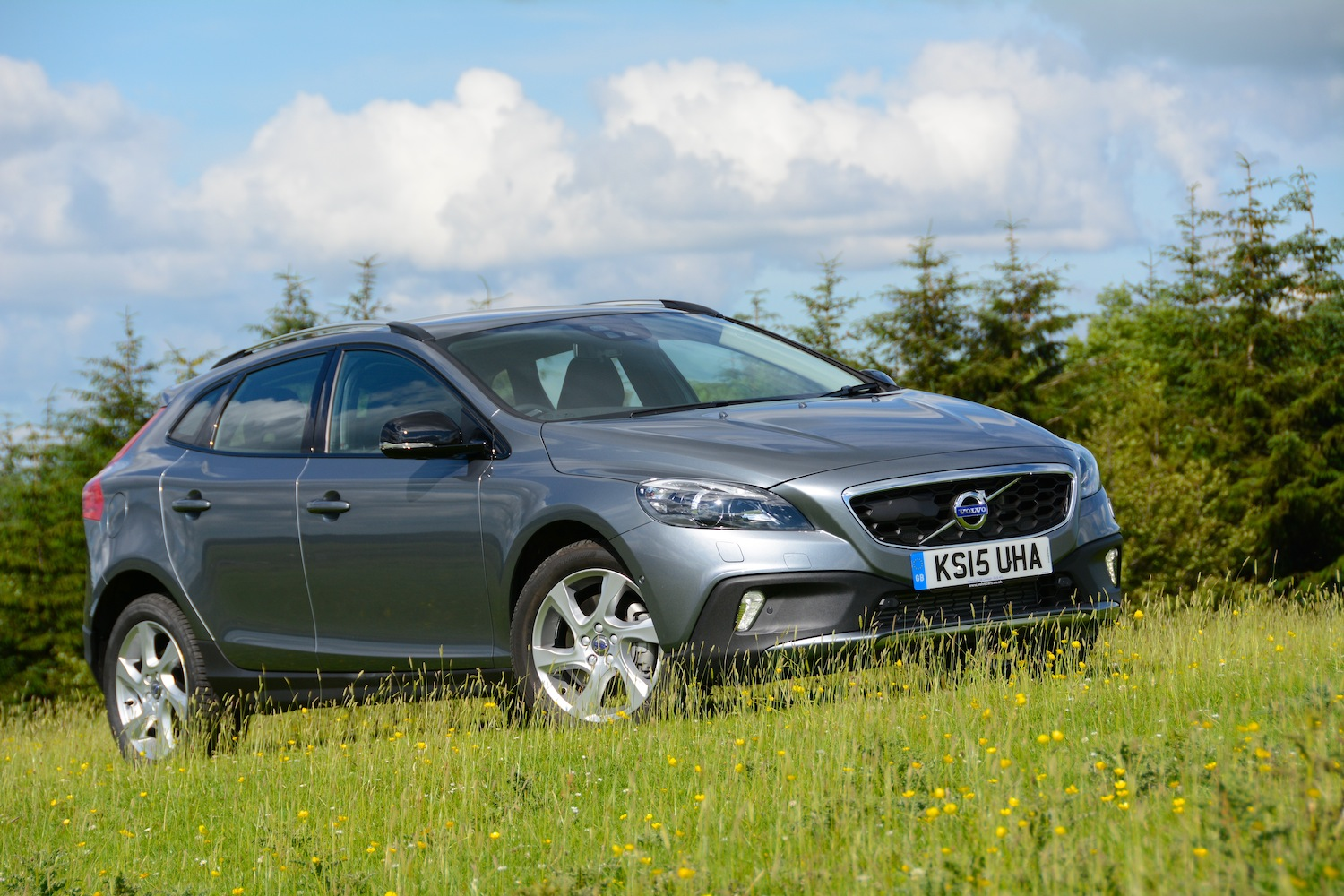 volvo v40 cross country d4 manual lux nav review. Black Bedroom Furniture Sets. Home Design Ideas