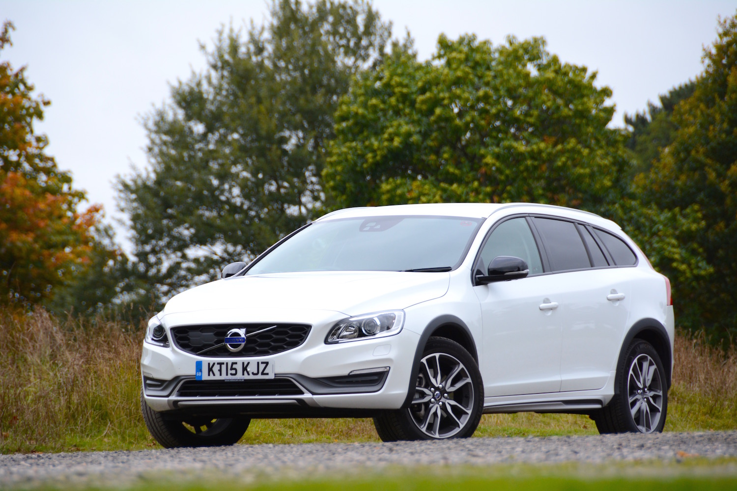 volvo v60 cross country d4 geartronic lux nav review. Black Bedroom Furniture Sets. Home Design Ideas