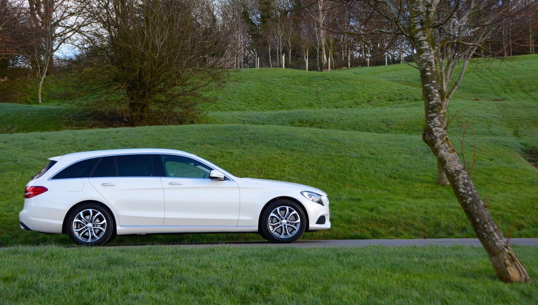 Mercedes benz c 350 e sport estate review greencarguide for Auto mercedes benz