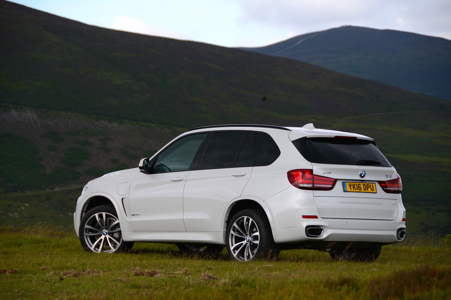 bmw x5 xdrive40e review. Black Bedroom Furniture Sets. Home Design Ideas