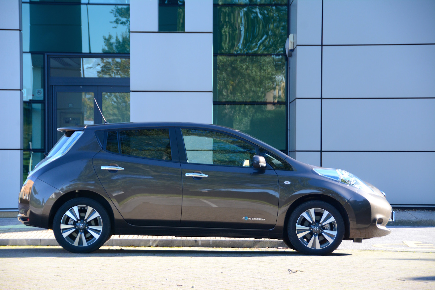 Nissan LEAF 30kWh Review - GreenCarGuide.co.uk