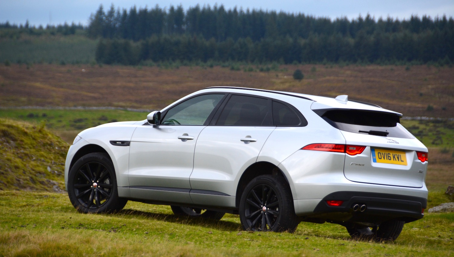 jaguar f pace review. Black Bedroom Furniture Sets. Home Design Ideas