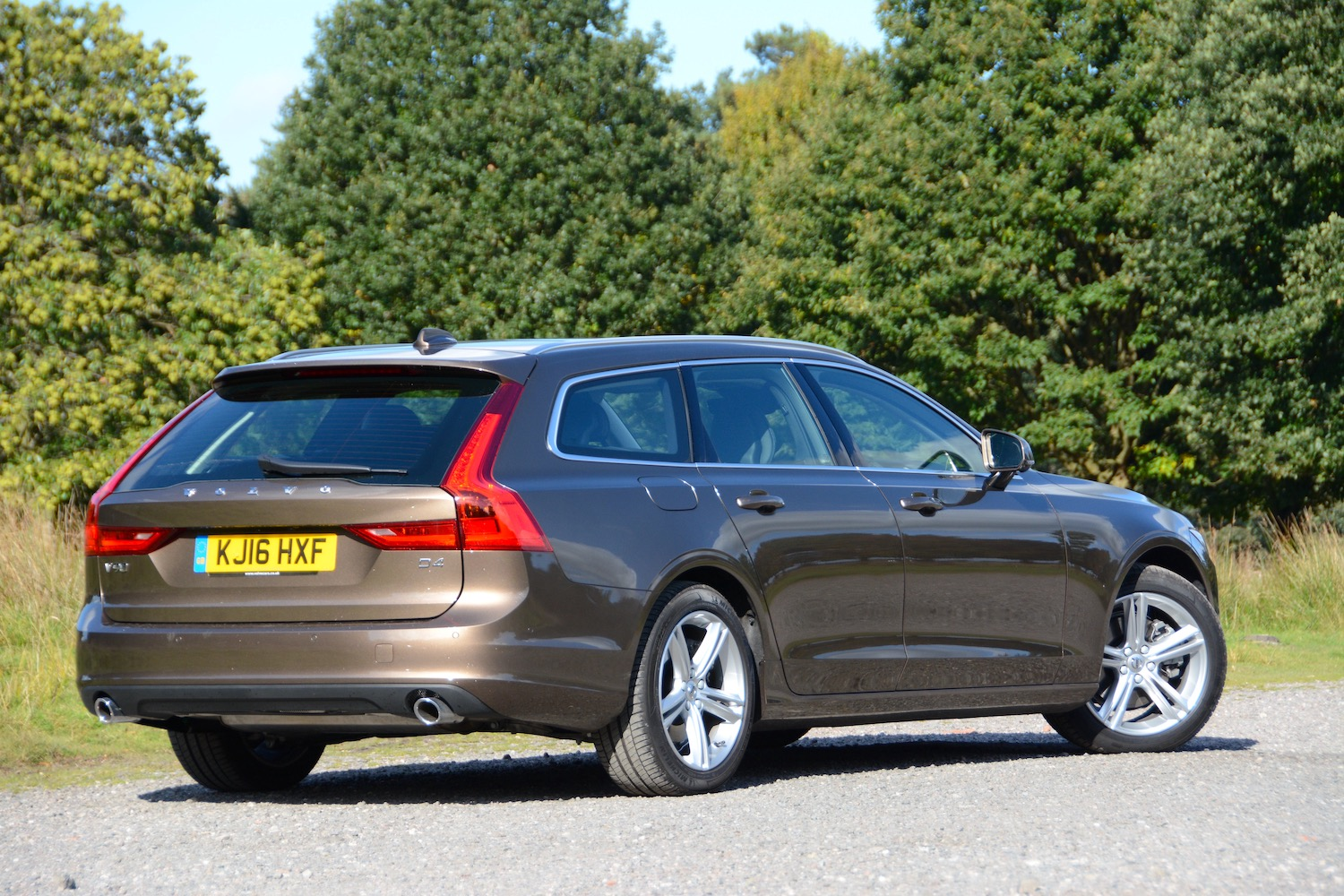 Volvo V90 Review - GreenCarGuide.co.uk