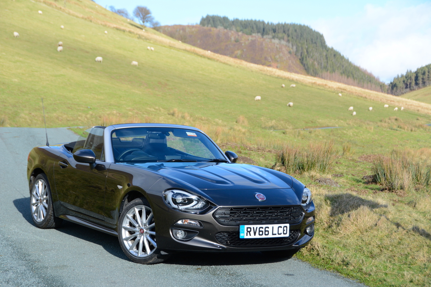 fiat 124 spider review. Black Bedroom Furniture Sets. Home Design Ideas