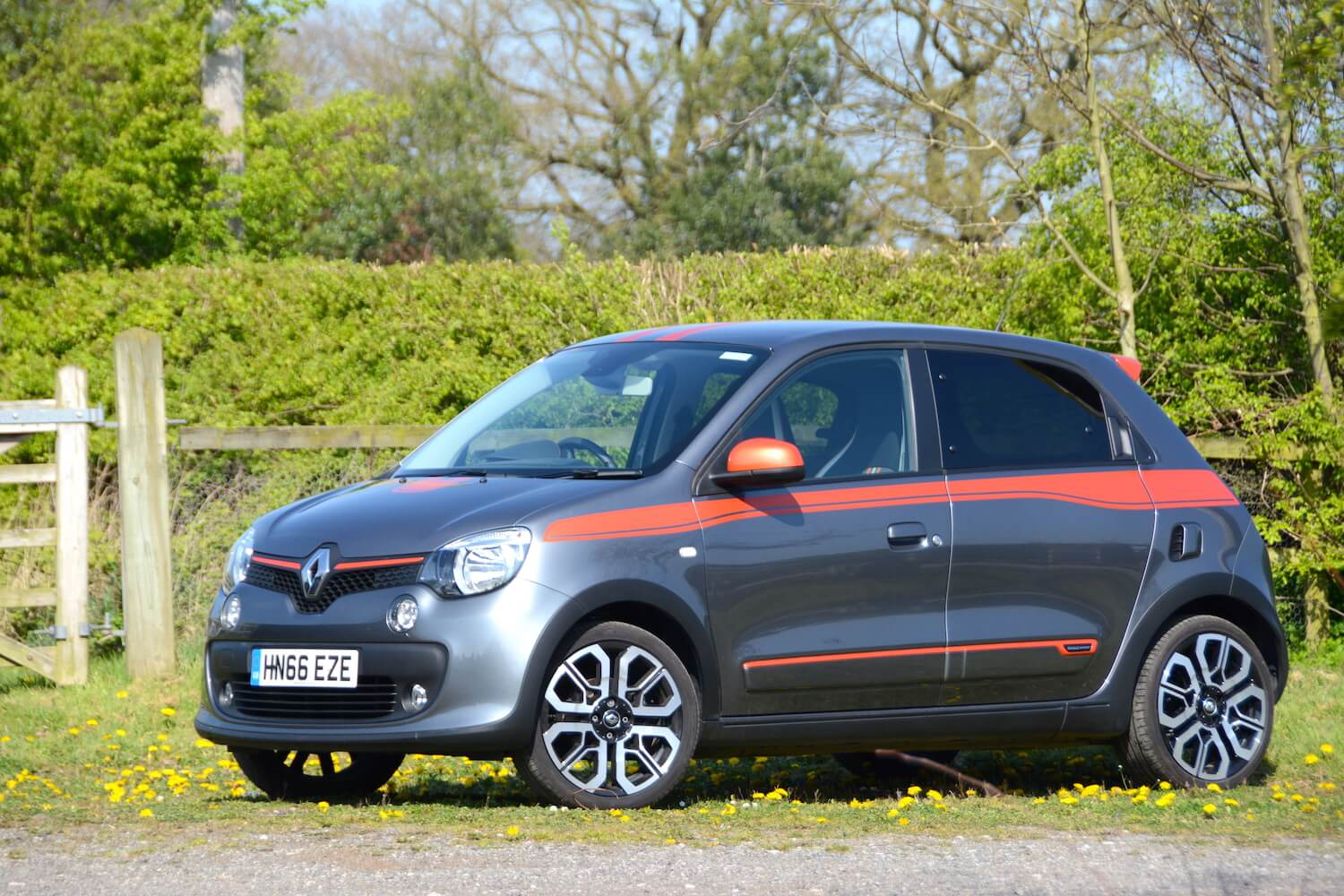 renault twingo gt v smart forfour brabus review. Black Bedroom Furniture Sets. Home Design Ideas