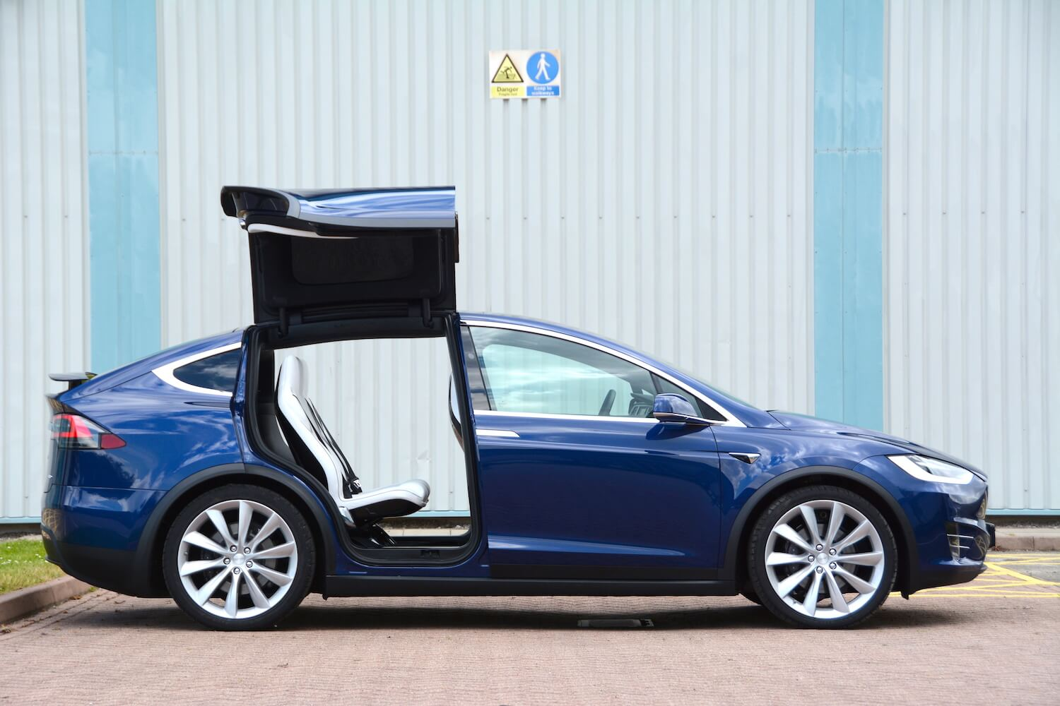Tesla Model X Review - GreenCarGuide co uk