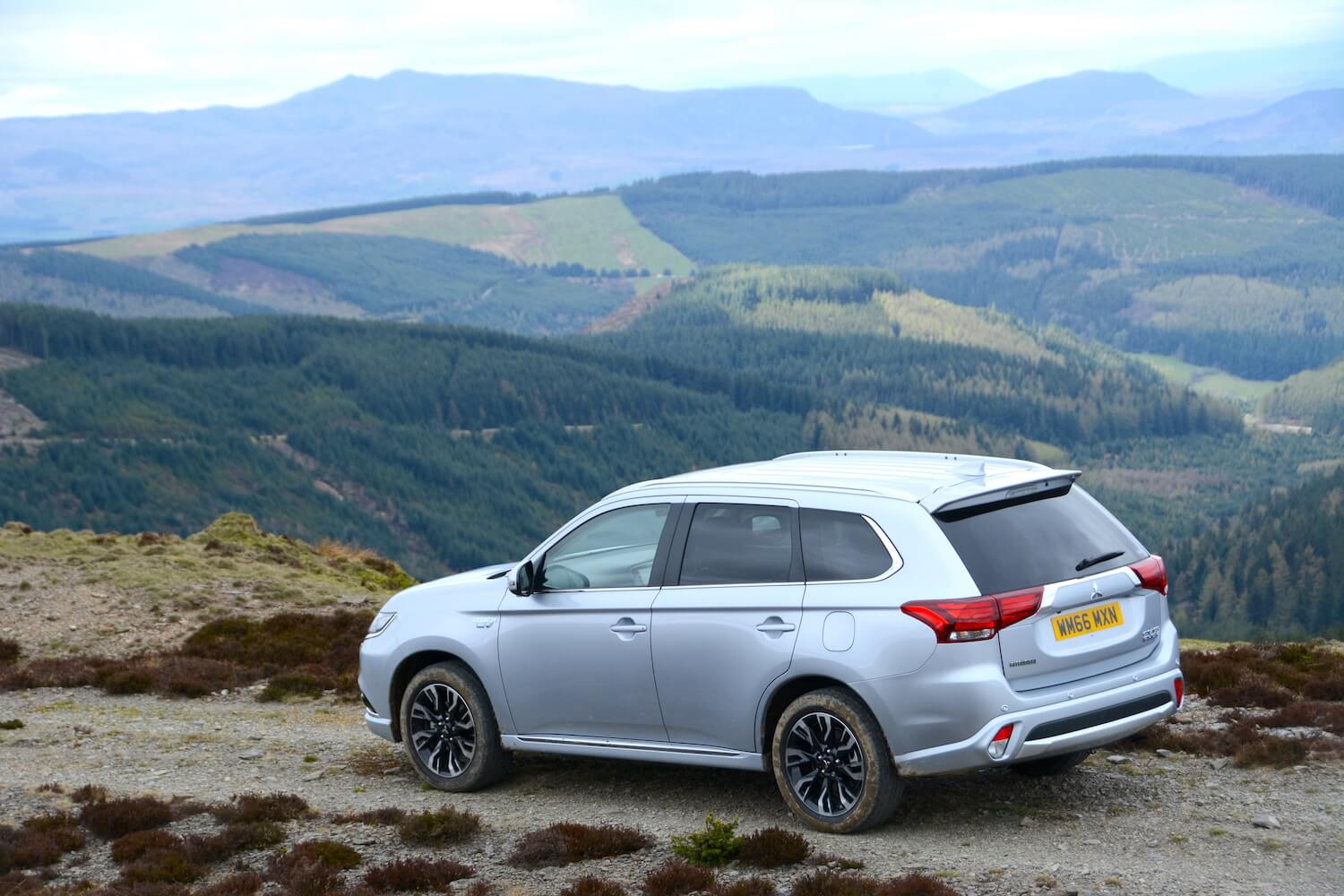 mitsubishi outlander phev 2017 review greencarguidecouk