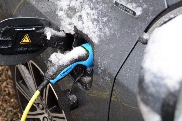 Volvo V60 D5 Twin Engine winter charging