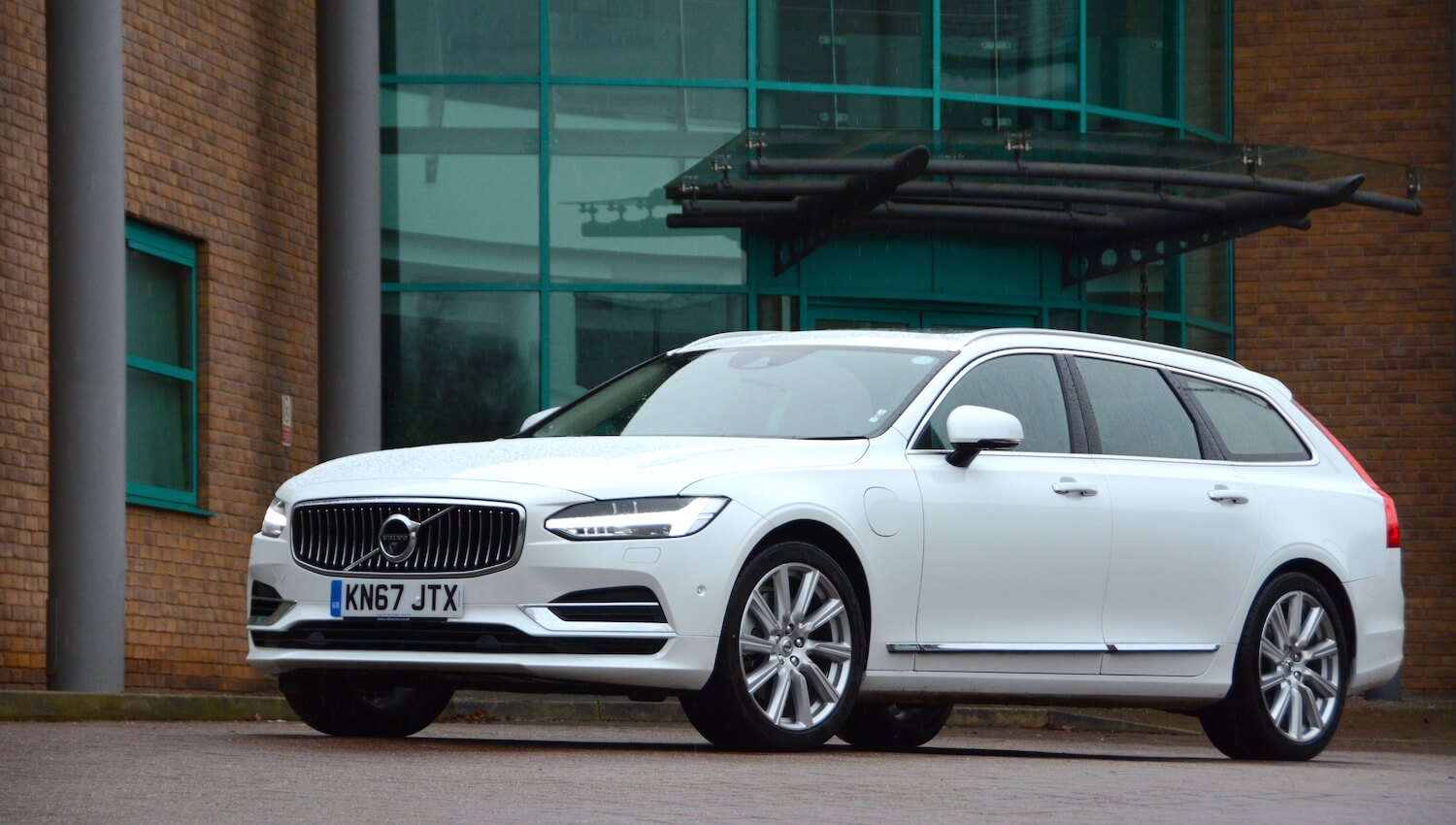 Volvo V >> Volvo V90 T8 Twin Engine Inscription Pro REVIEW - GreenCarGuide.co.uk