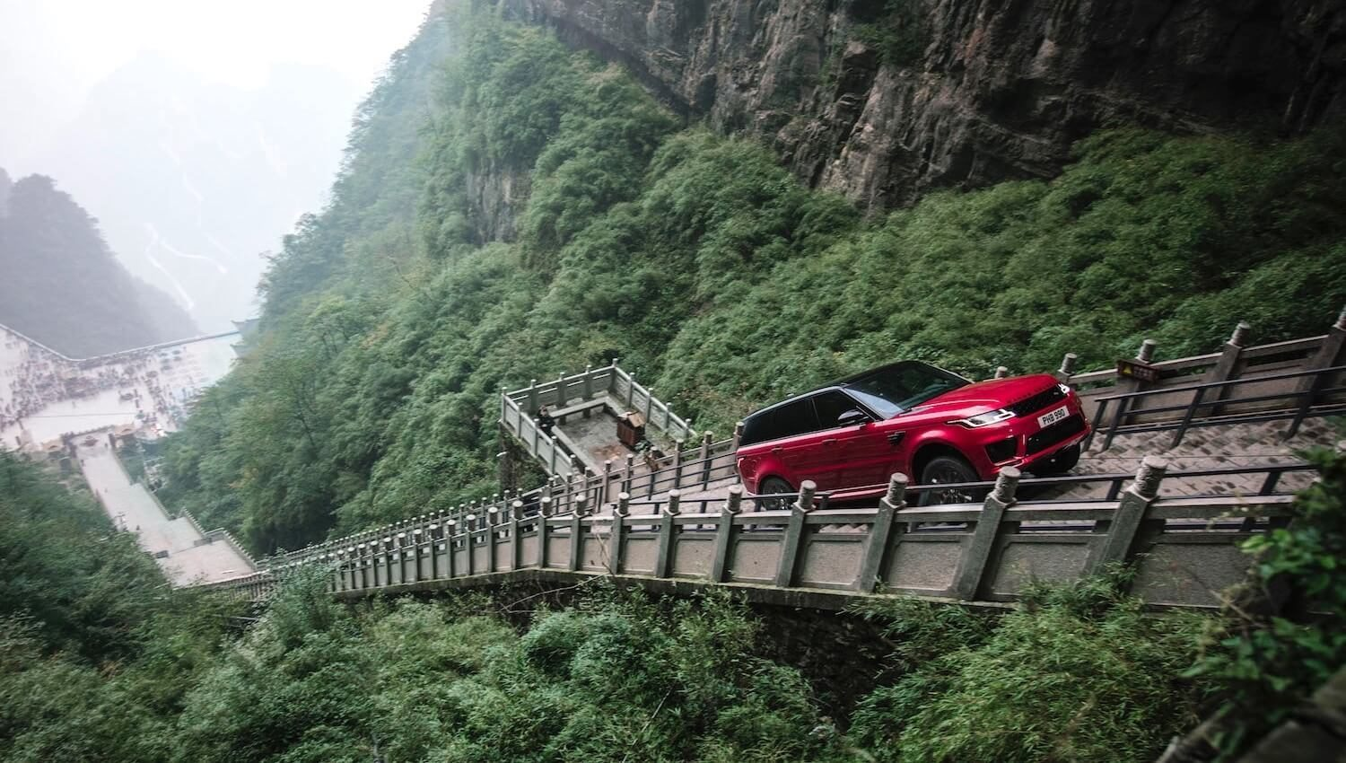 Range Rover Sport PHEV P400e climbs to Heaven's Gate rock arch in China