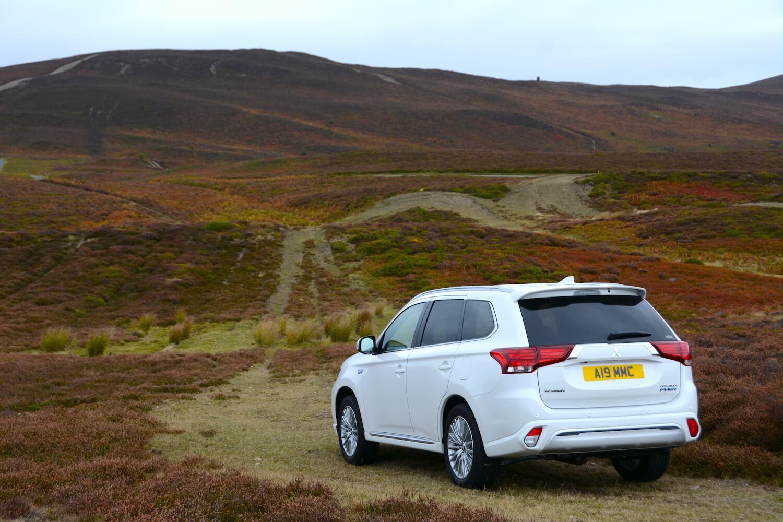 Mitsubishi Outlander PHEV 4WD 2019 Review - GreenCarGuide co uk