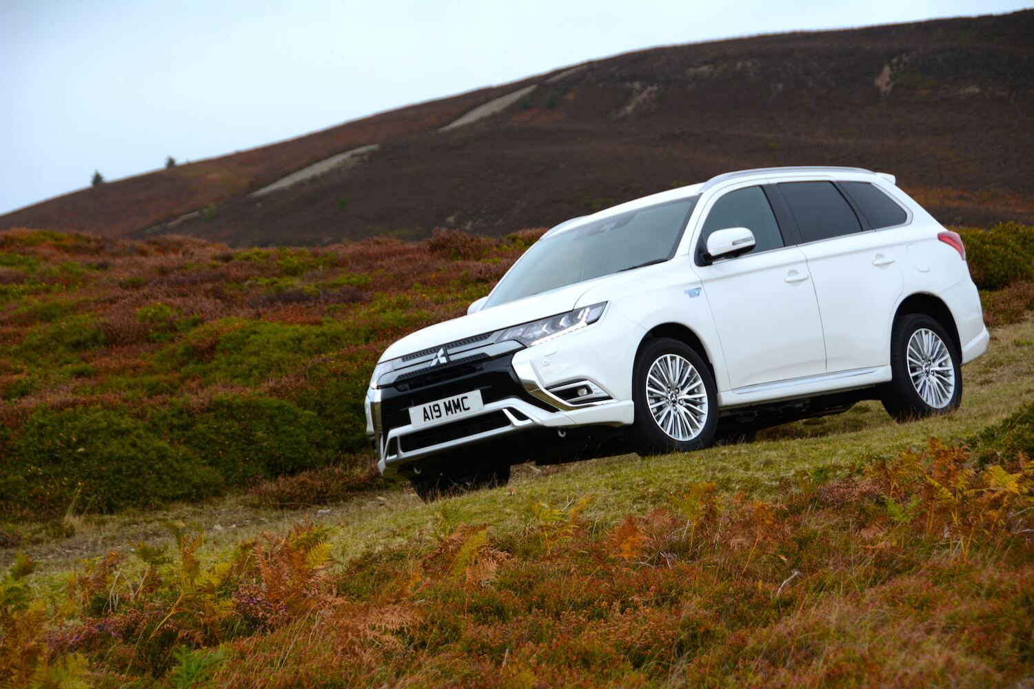 Mitsubishi Outlander PHEV 4WD 2019 Review - GreenCarGuide co uk