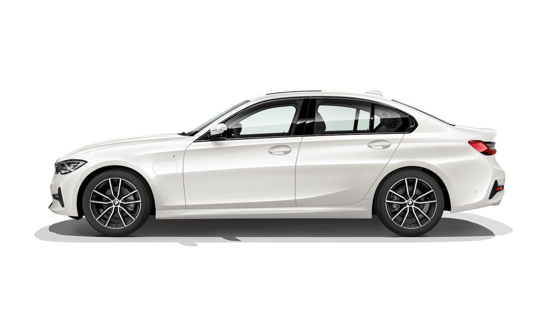 BMW 330e Saloon