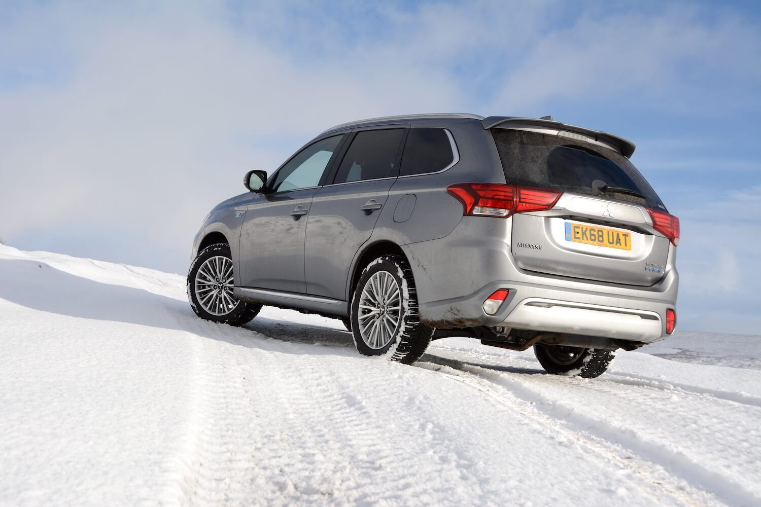 Mitsubishi Outlander PHEV with Michelin CrossClimate all-season tyres