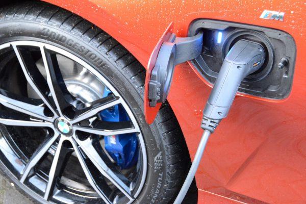 BMW 330e charging
