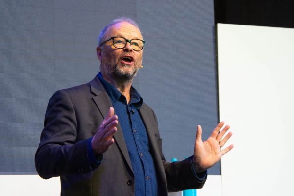 Robert Llewellyn to chair Creating A Low Emission City Conference low res