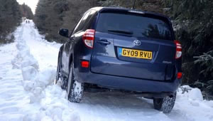 Toyota RAV4 XT-R 2.2 D4D driven in the snow