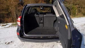 Toyota RAV4 XT-R 2.2 D4D 5 Door Manual luggage space