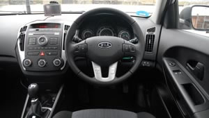Steering wheel and redesigned dashboard for the Kia cee'd