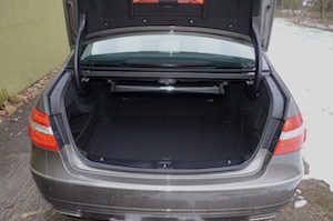 Mercedes-Benz E 300 Hybrid luggage space