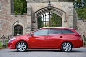 toyota-auris-touring-sports-003.jpg