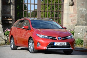 toyota-auris-touring-sports-004.jpg