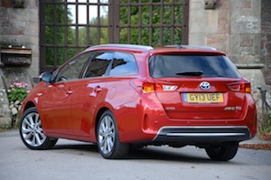 toyota-auris-touring-sports-005.jpg