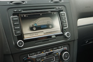 Golf Blue-e-Motion centre-console screen showing animation of energy flows between battery and motor